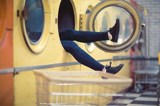 prádelna, pračka, nohy