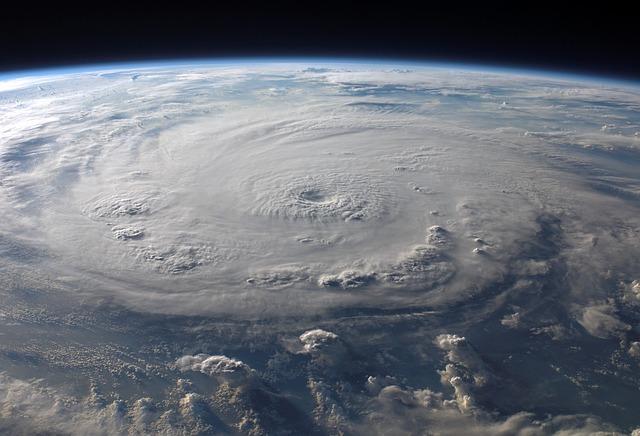 mraky, hurikán