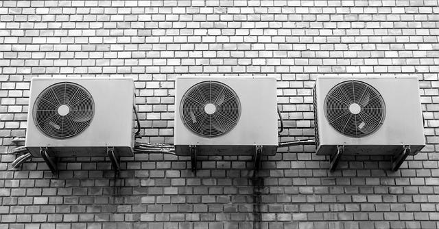 zeď a ventilátor