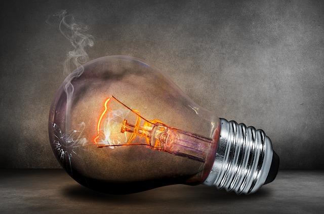 hořící žárovka.jpg