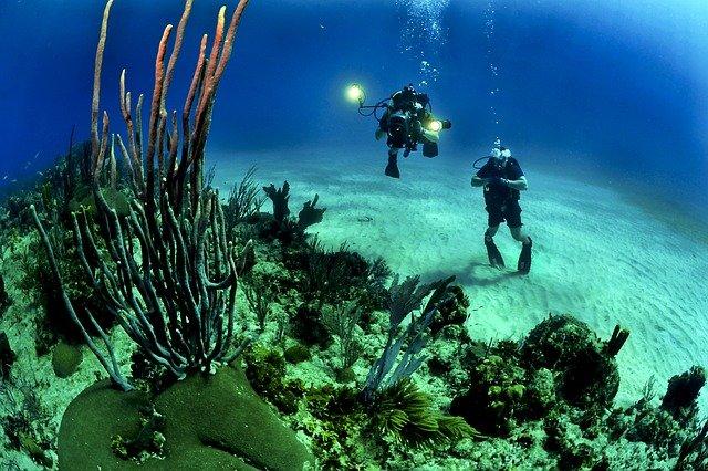 dva potápěči